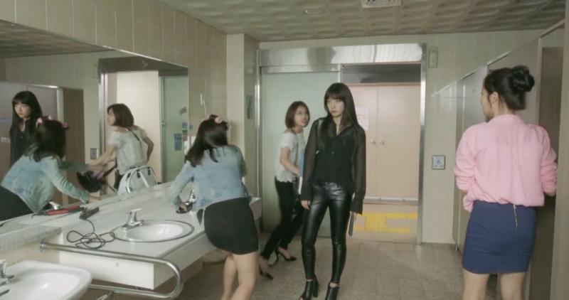 park-shin-hye-fashion-black-on-black-full-shot-e1470260936473.png