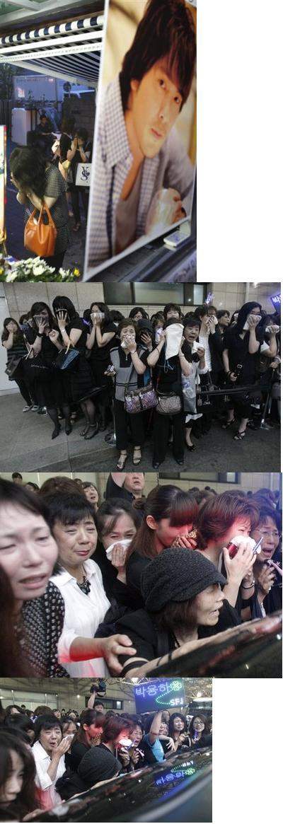 3301320298_japanese_park_yong_ha_fans_cry_pray_altar_specially_set.jpg
